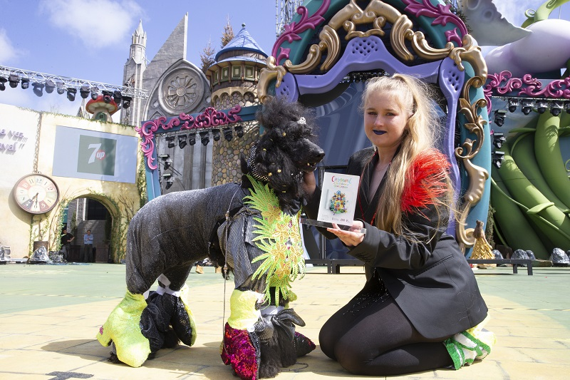 Un perro drag, mascota real del Carnaval de los cuentos