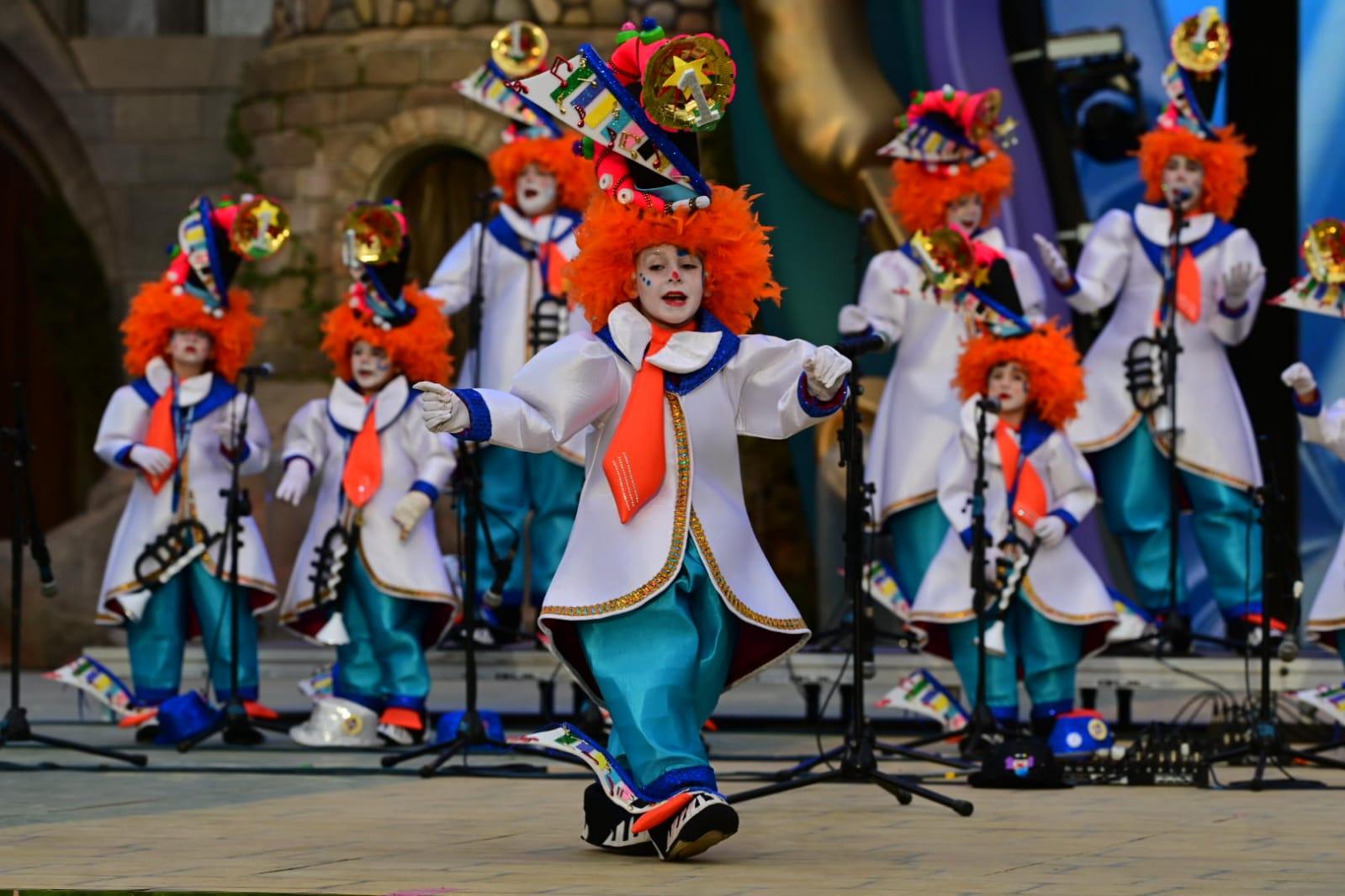 Las murgas infantiles se reivindican como cantera del Carnaval en un esperado encuentro en Santa Catalina