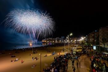 El desfile infantil y el entierro de la sardina despiden el Carnaval de los cuentos con 41.000 personas en la calle