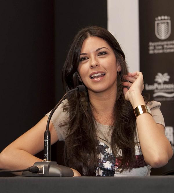 Los presentadores canarios Eloísa González y Carlos Castilla conducirán la gala de la Reina del Carnaval