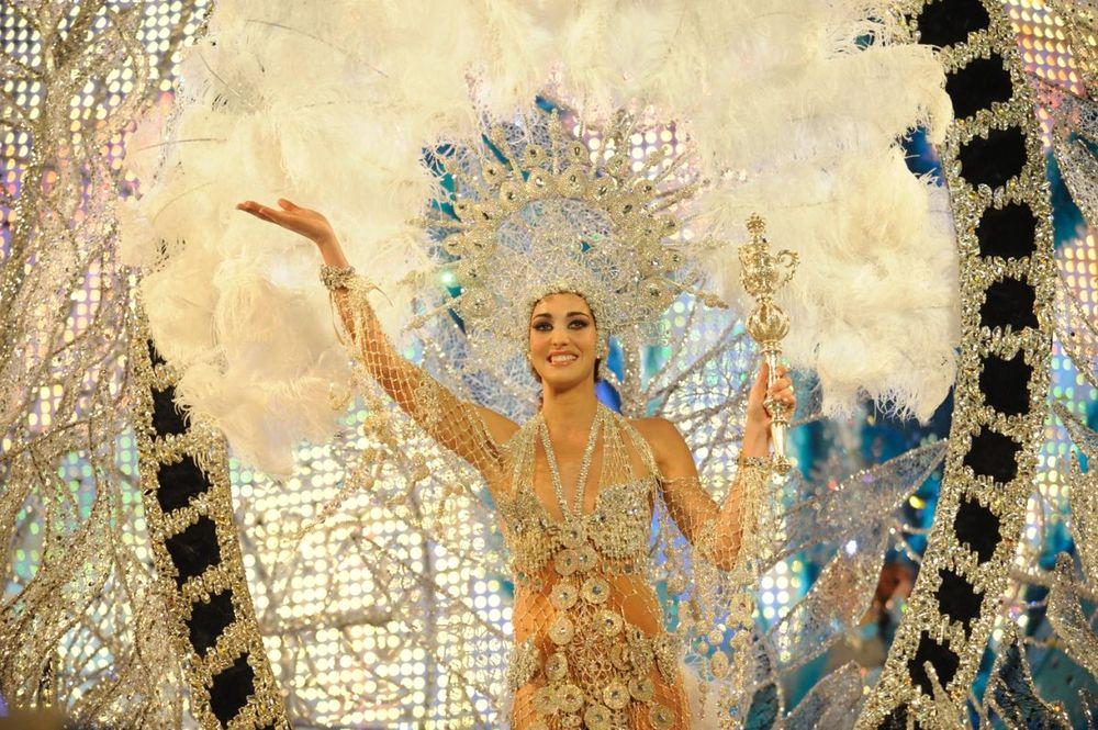 Laura Ojeda ocupa el trono del Carnaval de Mar y Culturas