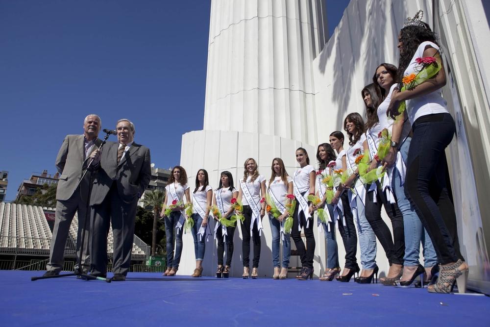 Jerónimo Saavedra visita el escenario del Carnaval y recibe a las candidatas a Reina del Carnaval 2011