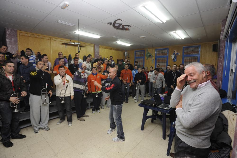 Roque Díaz visita a las murgas de Agüimes