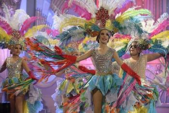 El concurso de comparsas infantiles y el de disfraces de adultos suman más de seis horas de fiesta sobre el escenario de Santa Catalina