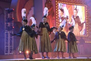 La 9ª gala de la integración del Carnaval de La eterna primavera reúne a 494 mascaritas sobre el escenario