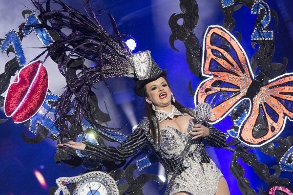 Un total de veintiún participantes compiten en el concurso de disfraces adultos
