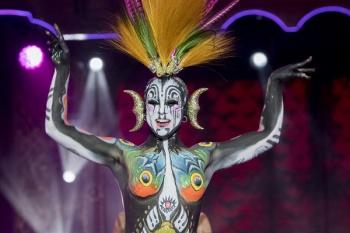 Artistas y modelos muestran diecinueve creaciones en el concurso de maquillaje corporal del Carnaval