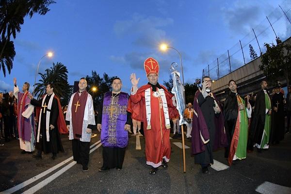 El Carnaval de «Una noche en Río» entierra a la sardina con un homenaje a César Manrique