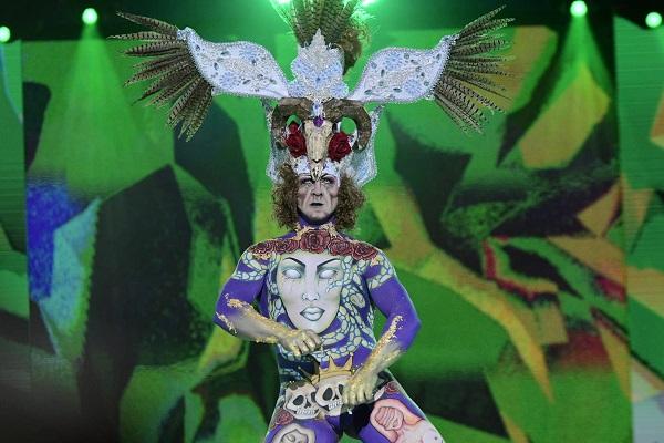 El modelo Rafael Felipe Porras y su fantasía «No caigas en la tentación», primer premio del concurso de maquillaje corporal